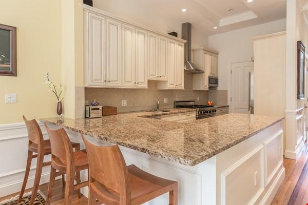 Beautiful, spacious 2-bedroom Back Bay apartment Home Rental in Boston 2 - thumbnail