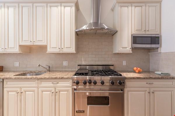 Beautiful, spacious 2-bedroom Back Bay apartment Home Rental in Boston 3 - thumbnail