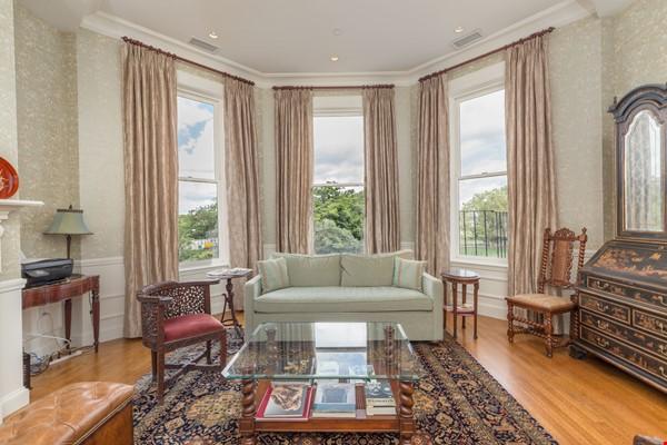 Beautiful, spacious 2-bedroom Back Bay apartment Home Rental in Boston 1 - thumbnail