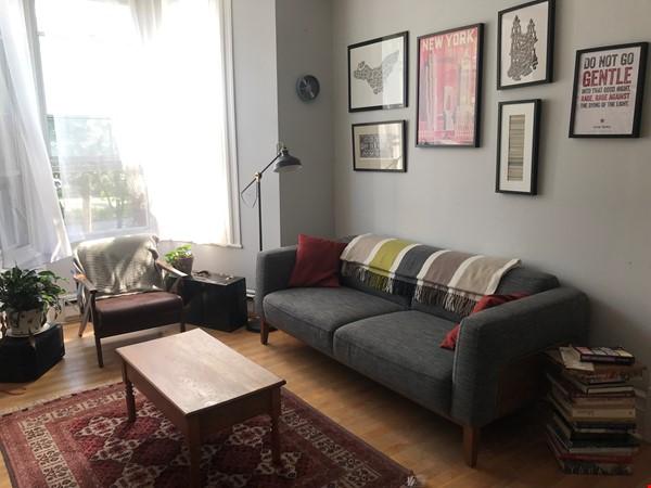Spacious apartment in vibrant Saint-Henri, close to park, cafes and Metro Home Rental in Montréal 1 - thumbnail