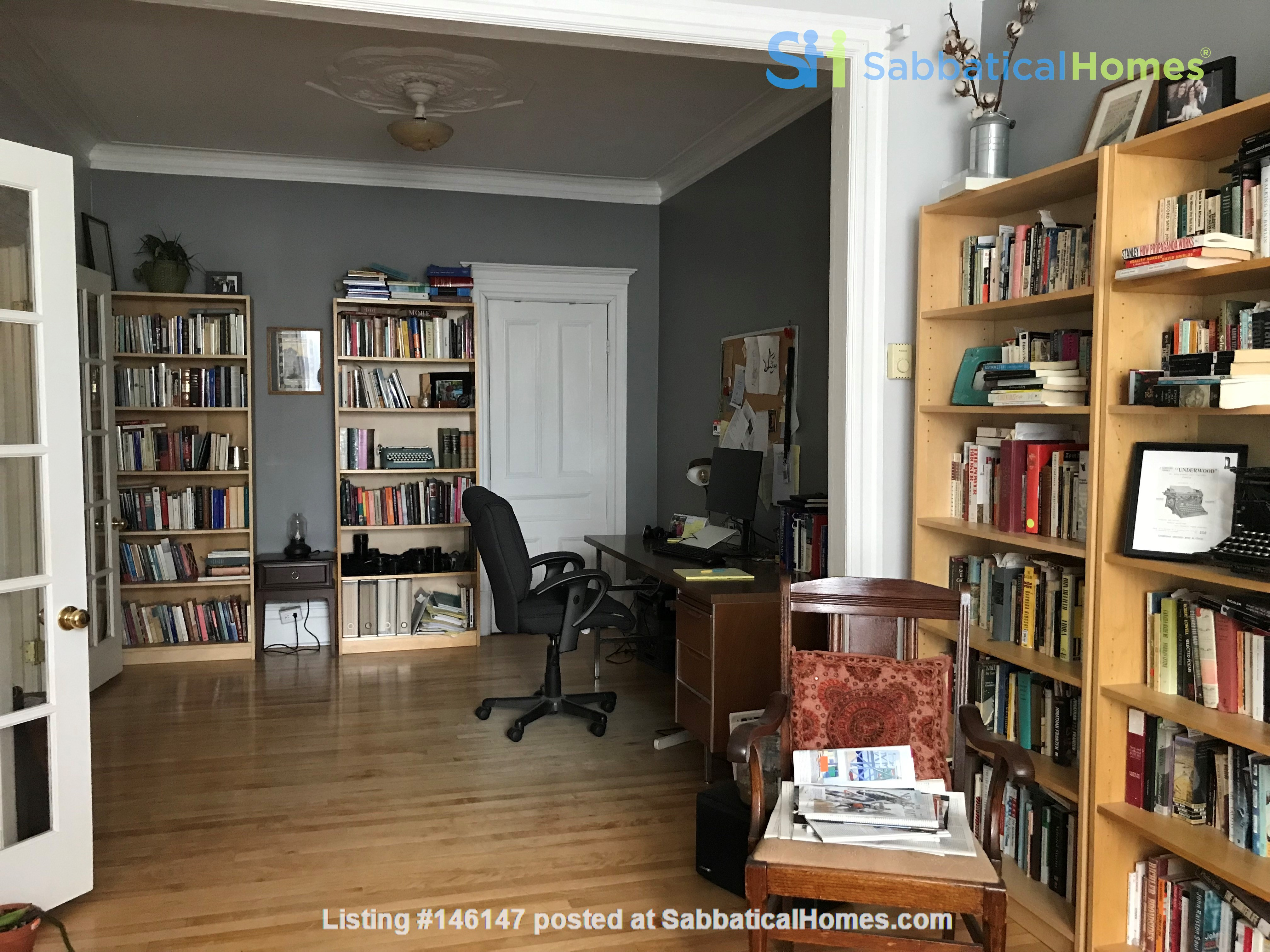 Spacious apartment in vibrant Saint-Henri, close to park, cafes and Metro Home Rental in Montréal 3