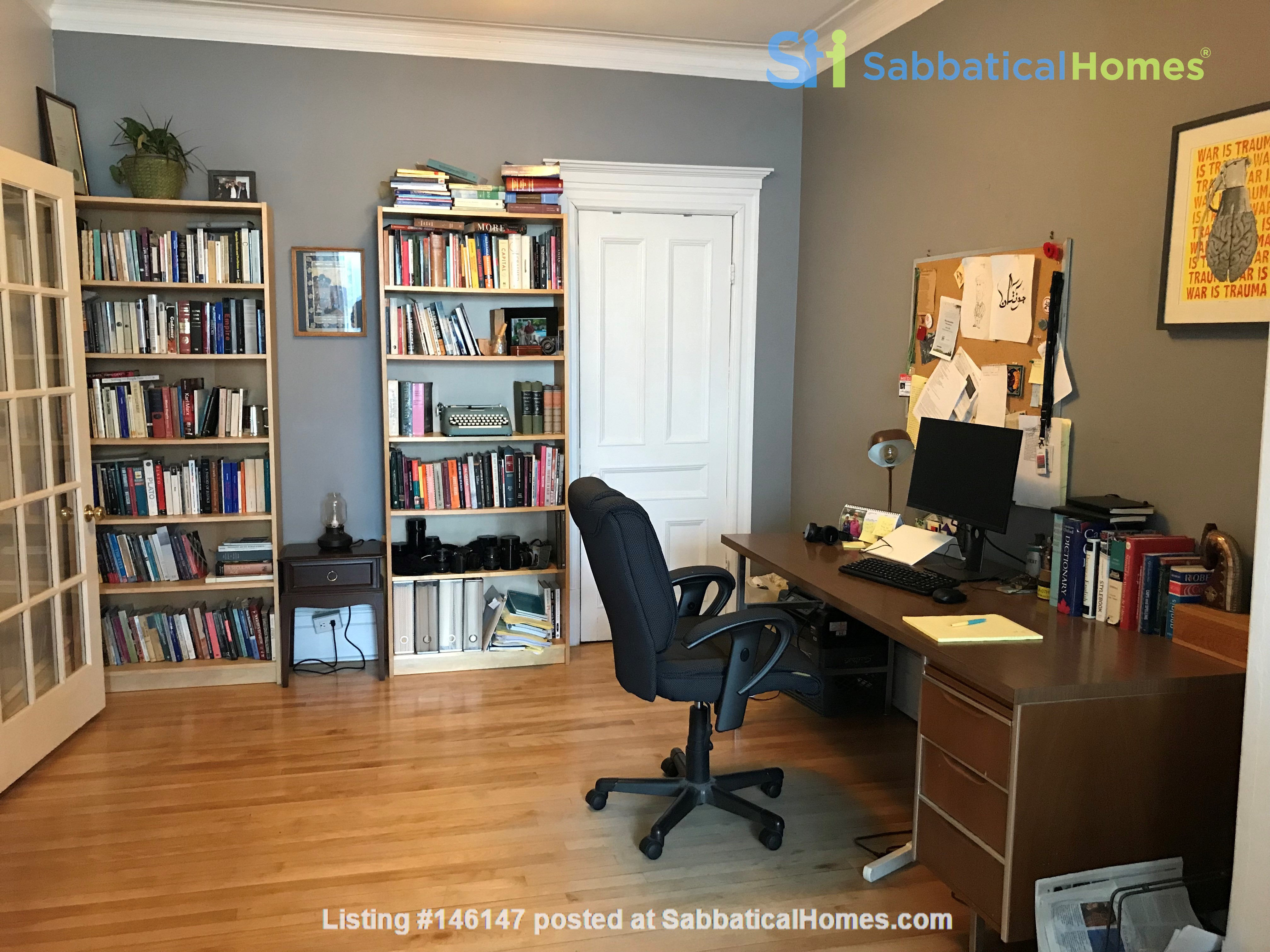 Spacious apartment in vibrant Saint-Henri, close to park, cafes and Metro Home Rental in Montréal 4