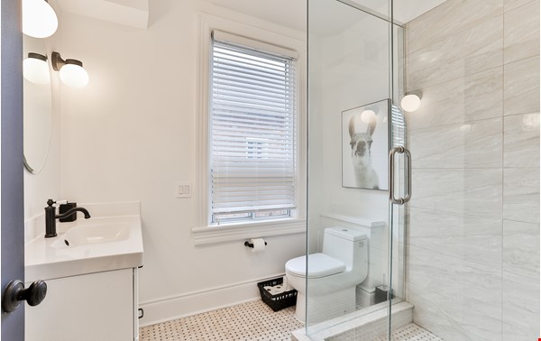 Pristine Two Storey Loft in Little Italy/Ossington/Trinity Bellwoods Home Rental in Toronto 7 - thumbnail