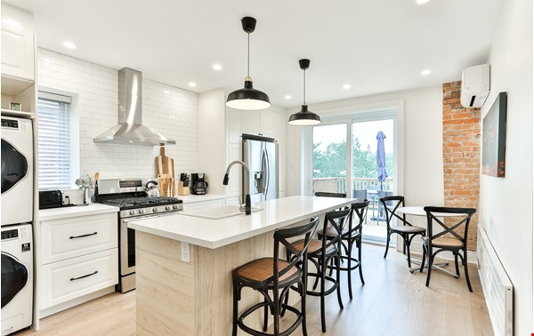 Pristine Two Storey Loft in Little Italy/Ossington/Trinity Bellwoods Home Rental in Toronto 4 - thumbnail