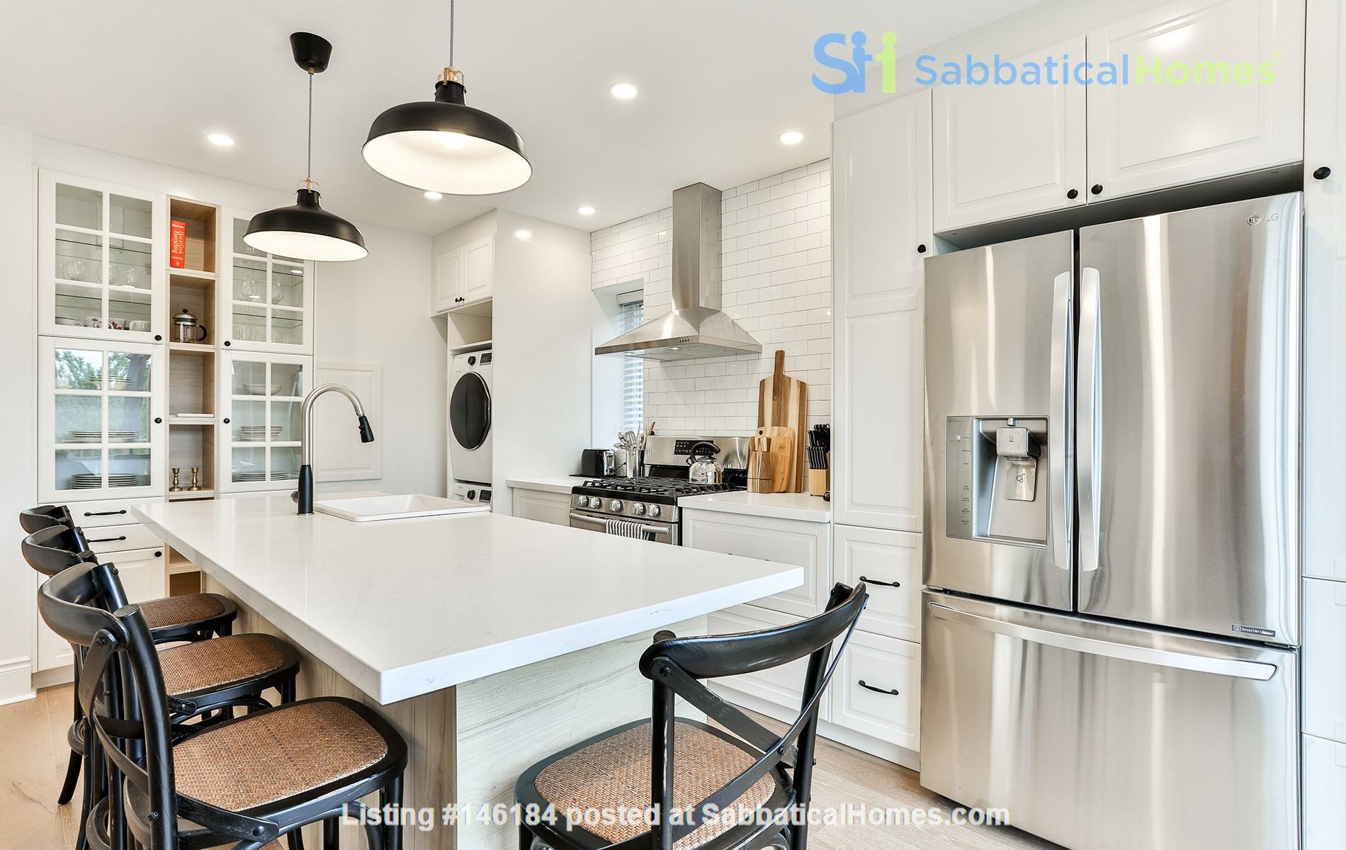 Pristine Two Storey Loft in Little Italy/Ossington/Trinity Bellwoods Home Rental in Toronto 3