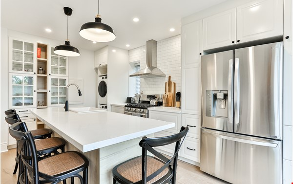 Pristine Two Storey Loft in Little Italy/Ossington/Trinity Bellwoods Home Rental in Toronto 3 - thumbnail