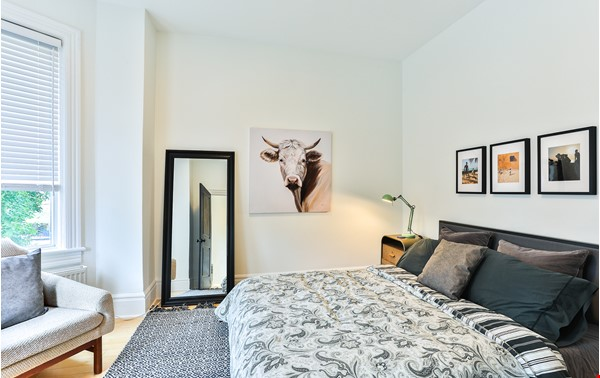 Pristine Two Storey Loft in Little Italy/Ossington/Trinity Bellwoods Home Rental in Toronto 6 - thumbnail