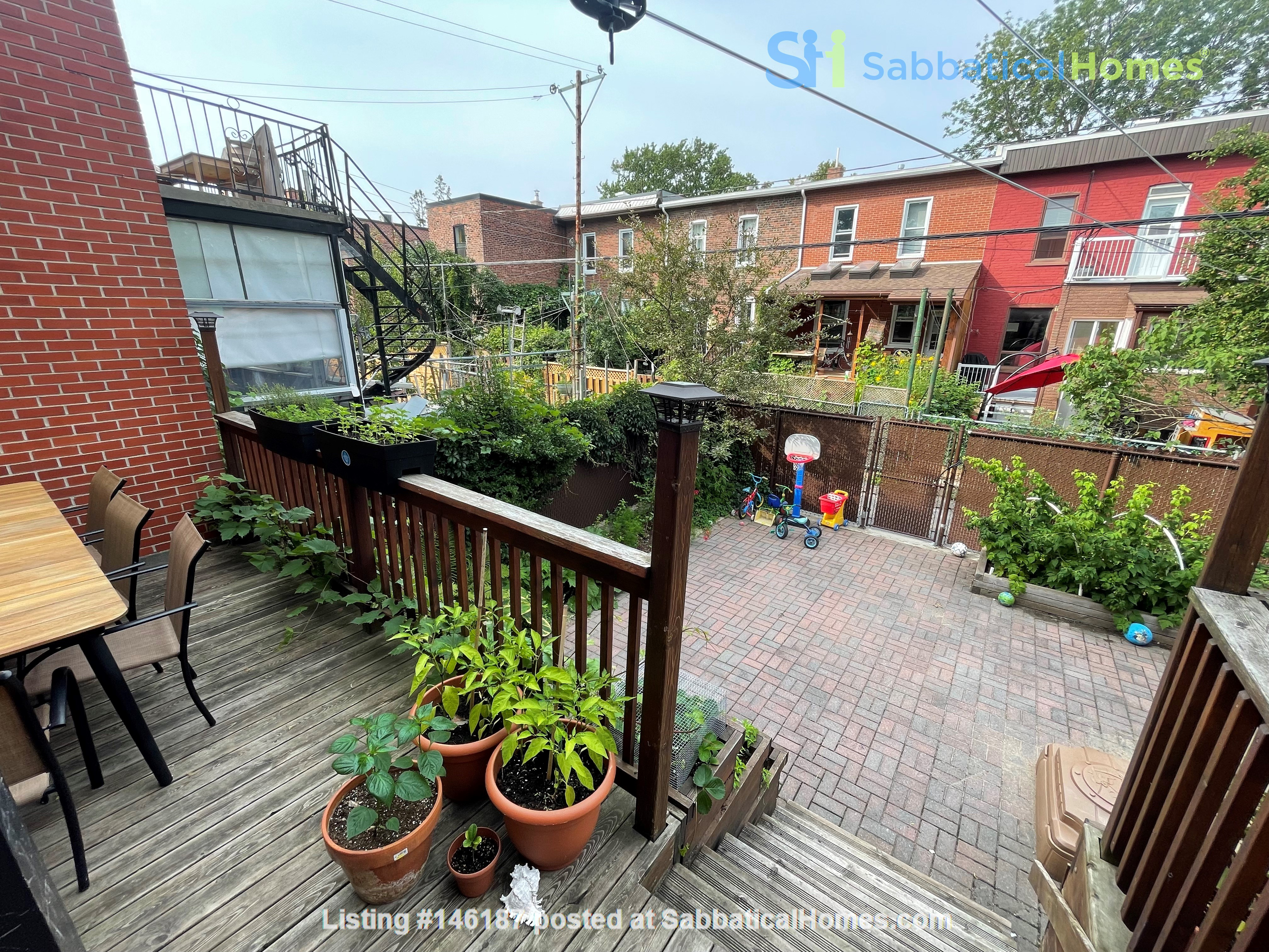 Light and charming 4-bed 100-year old brick row house in central NDG Home Exchange in Montréal 3