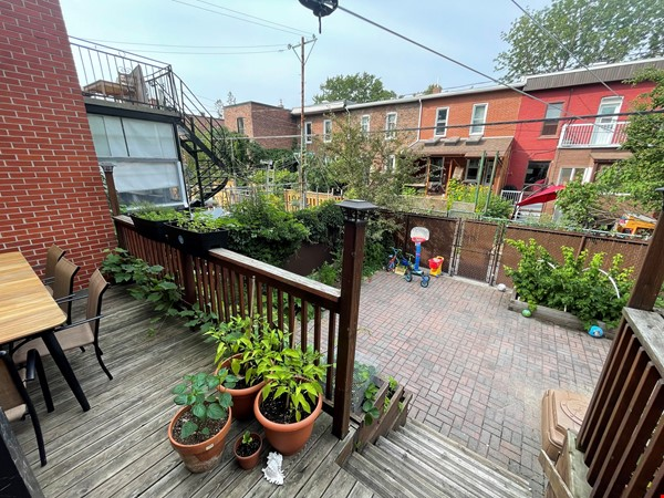 Light and charming 4-bed 100-year old brick row house in central NDG Home Exchange in Montréal 3 - thumbnail