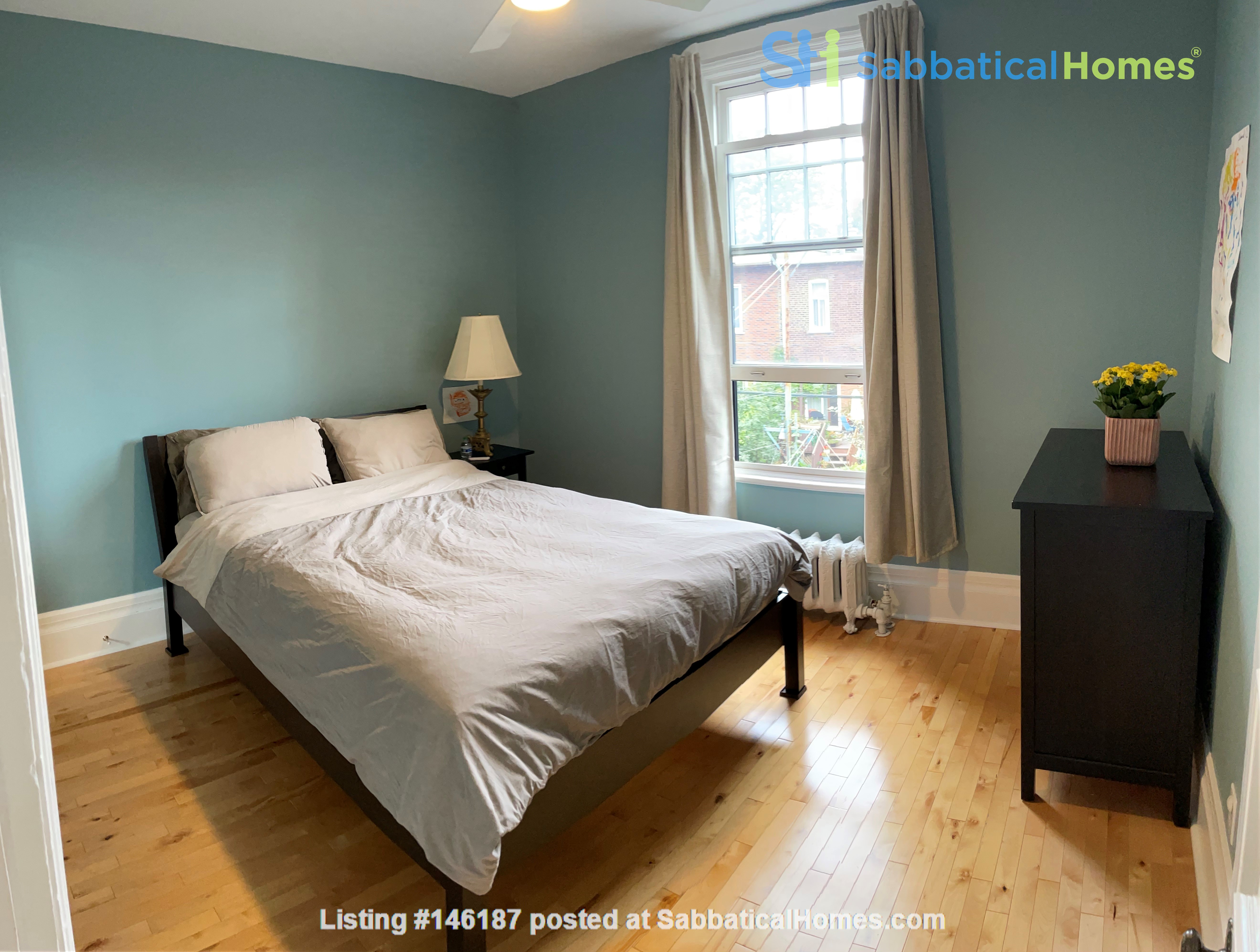 Light and charming 4-bed 100-year old brick row house in central NDG Home Exchange in Montréal 5