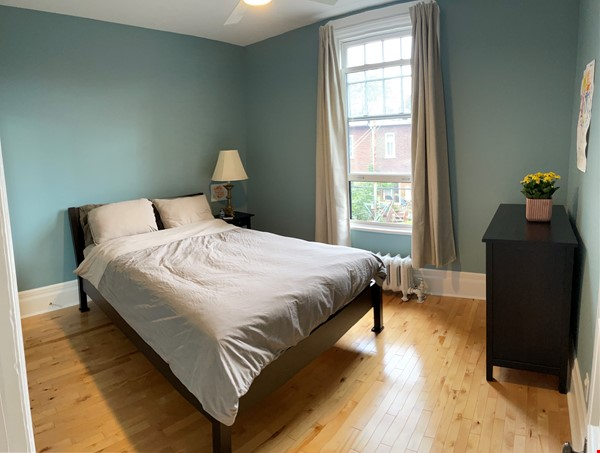 Light and charming 4-bed 100-year old brick row house in central NDG Home Exchange in Montréal 5 - thumbnail