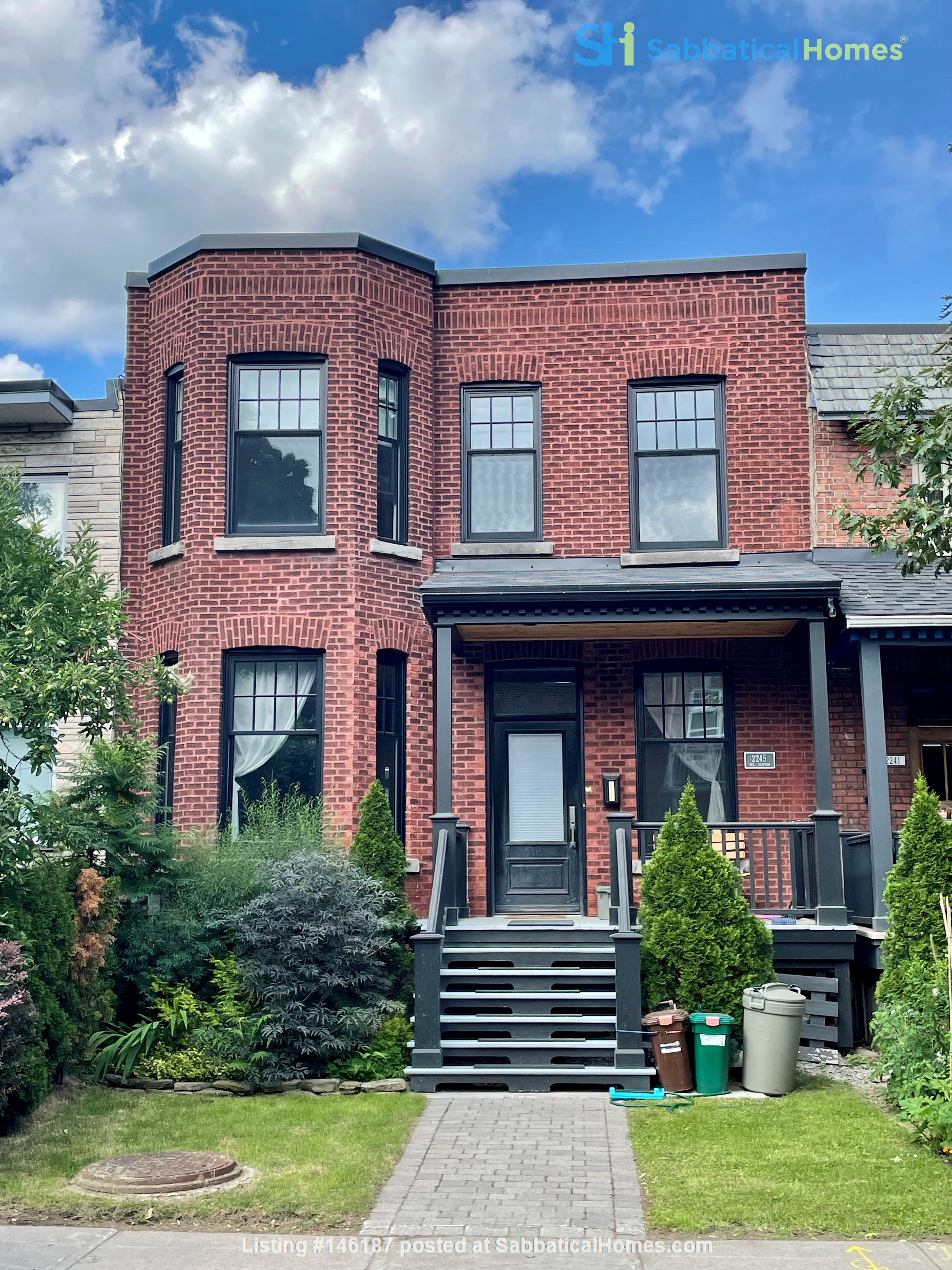 Light and charming 4-bed 100-year old brick row house in central NDG Home Exchange in Montréal 1