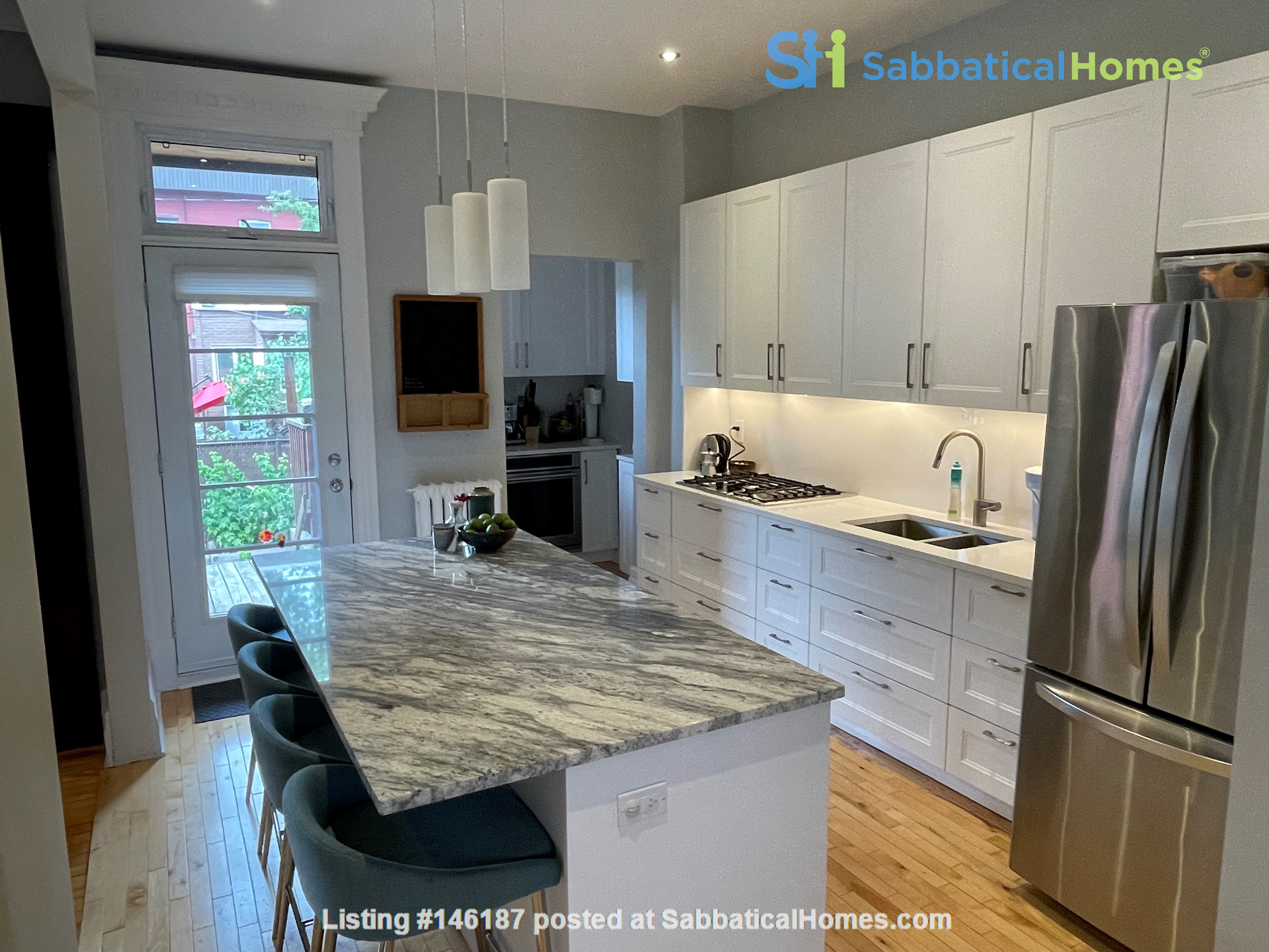 Light and charming 4-bed 100-year old brick row house in central NDG Home Exchange in Montréal 0