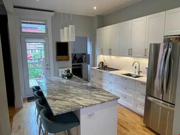 Light and charming 4-bed 100-year old brick row house in central NDG Home Exchange in Montréal 0 - thumbnail