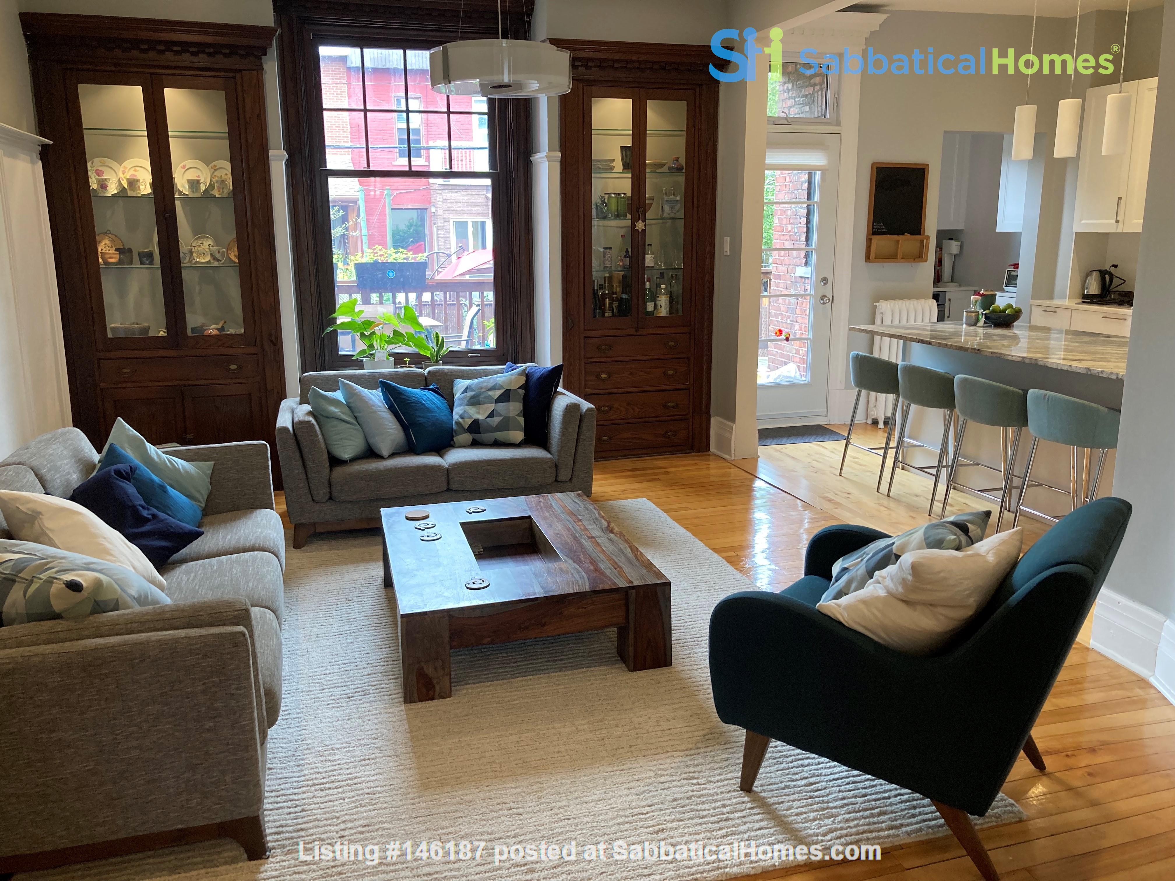 Light and charming 4-bed 100-year old brick row house in central NDG Home Exchange in Montréal 2