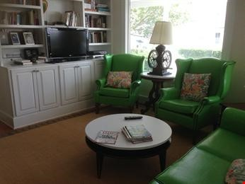 Spacious renovated Victorian with ocean views from every room! Home Rental in Marblehead 6 - thumbnail