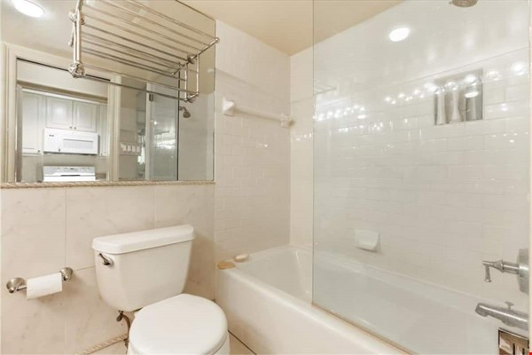 Elegant furnished 1-bedroom condo in French Quarter Home Rental in New Orleans 7 - thumbnail