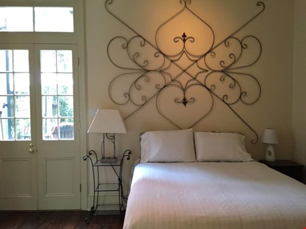 Elegant furnished 1-bedroom condo in French Quarter Home Rental in New Orleans 1 - thumbnail
