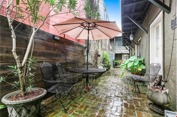 Elegant furnished 1-bedroom condo in French Quarter Home Rental in New Orleans 4 - thumbnail