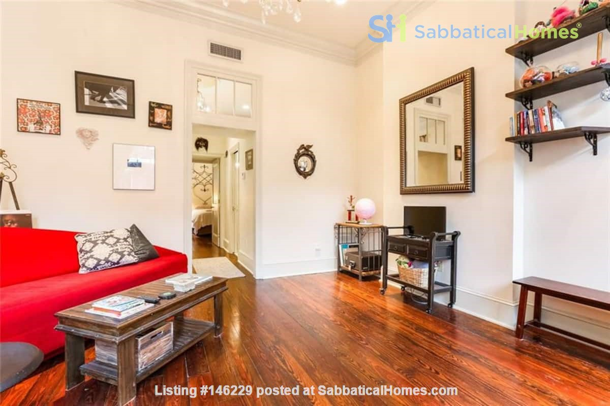 Elegant furnished 1-bedroom condo in French Quarter Home Rental in New Orleans 2