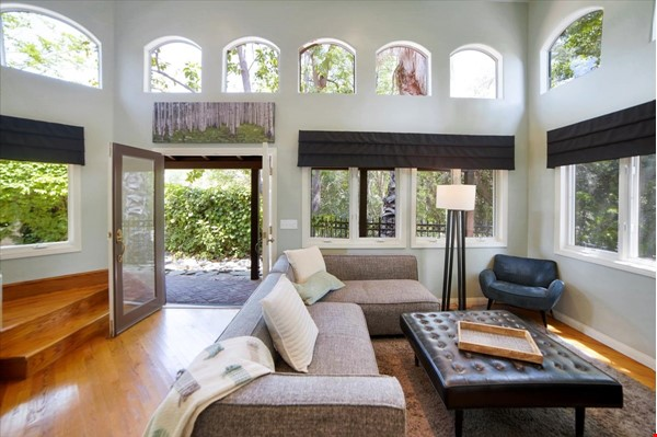 UPSCALE GUEST HOUSE IN SAFE AND BEAUTIFUL HILLS Home Rental in Glendale 0 - thumbnail