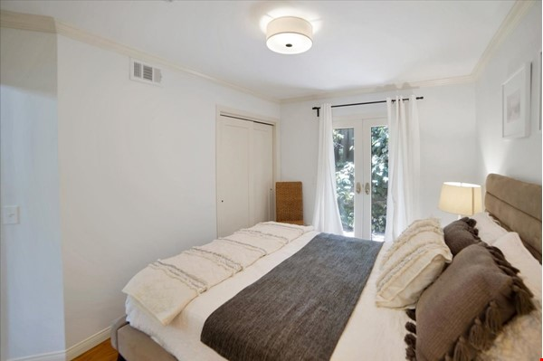 UPSCALE GUEST HOUSE IN SAFE AND BEAUTIFUL HILLS Home Rental in Glendale 6 - thumbnail