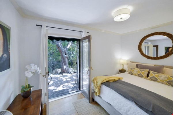 UPSCALE GUEST HOUSE IN SAFE AND BEAUTIFUL HILLS Home Rental in Glendale 5 - thumbnail