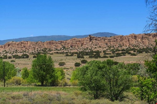 QUIET, BEAUTIFUL SECLUDED Santa Fe HOME 2BR on estate - sweeping views Home Rental in Santa Fe 0 - thumbnail
