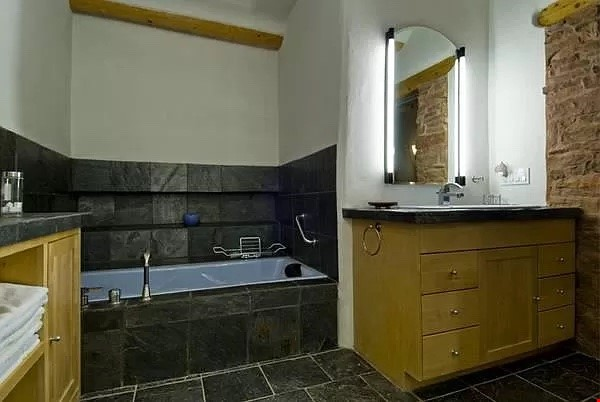 QUIET, BEAUTIFUL SECLUDED Santa Fe HOME 2BR on estate - sweeping views Home Rental in Santa Fe 6 - thumbnail