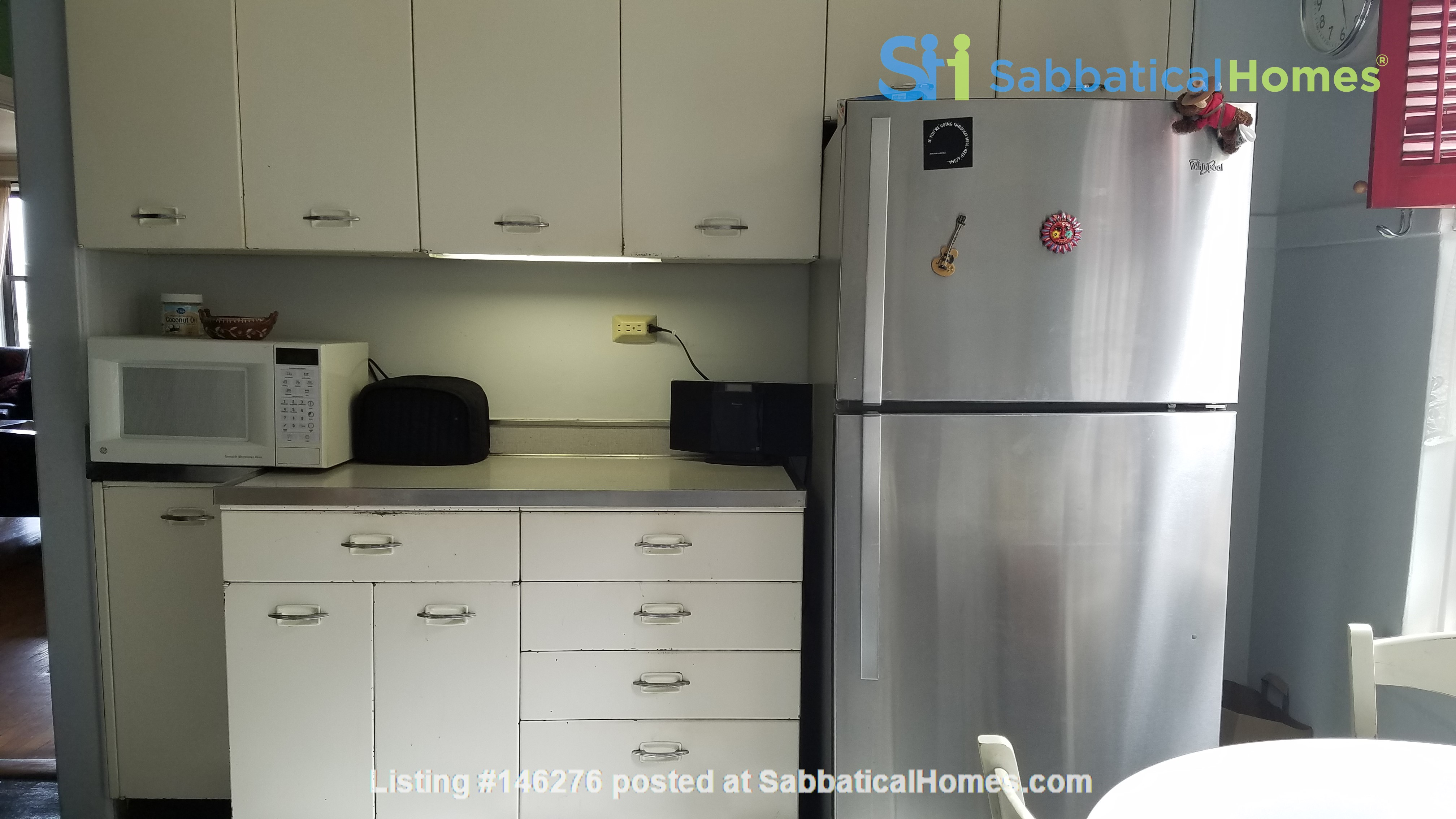 2 Bed/2 Bath Fully Furnished Lakefront Apartment Home Rental in Chicago 5