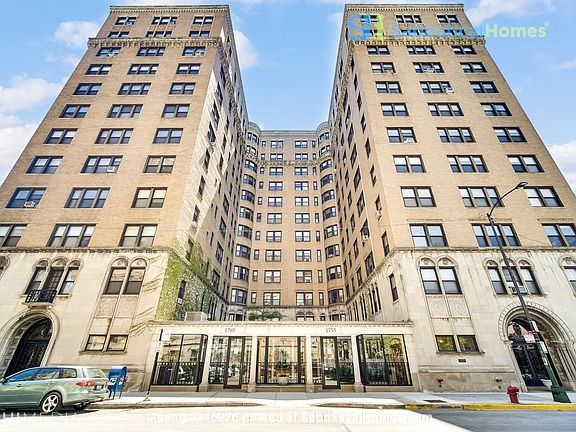 2 Bed/2 Bath Fully Furnished Lakefront Apartment Home Rental in Chicago 0