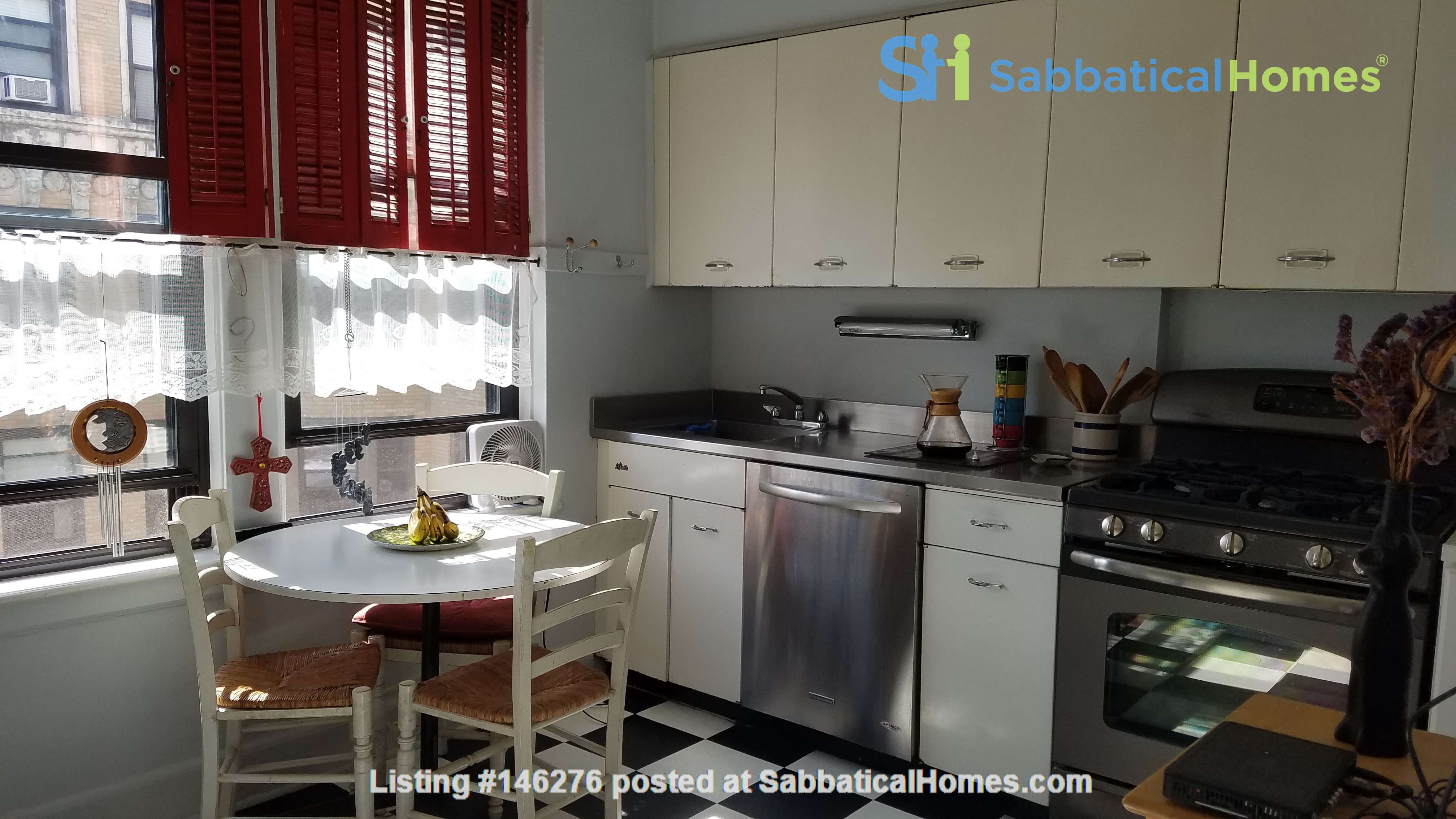 2 Bed/2 Bath Fully Furnished Lakefront Apartment Home Rental in Chicago 4