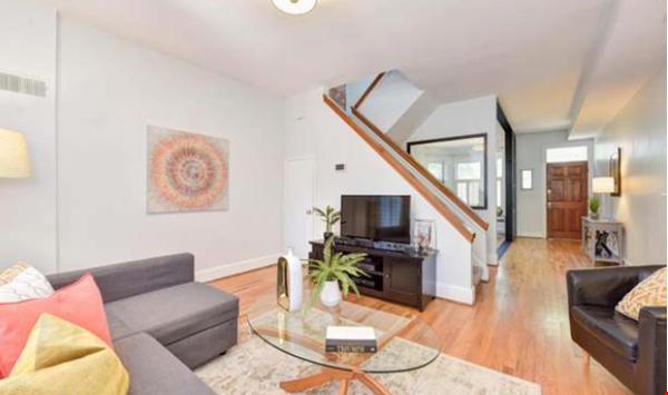 Spacious Capitol Hill Rowhouse with Large Outdoor Space and Parking Home Rental in Washington 2 - thumbnail