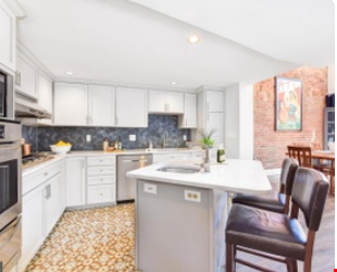 Spacious Capitol Hill Rowhouse with Large Outdoor Space and Parking Home Rental in Washington 3 - thumbnail