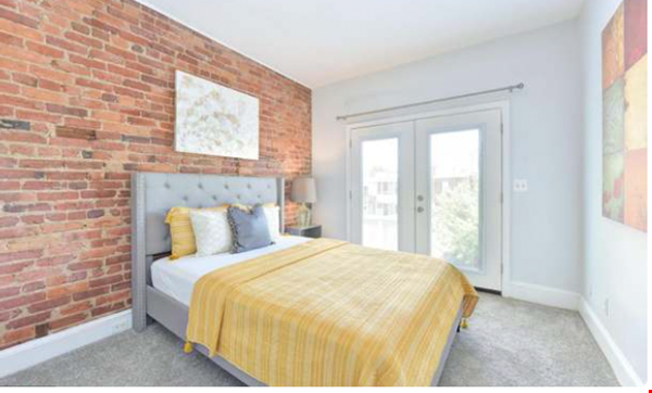 Spacious Capitol Hill Rowhouse with Large Outdoor Space and Parking Home Rental in Washington 5 - thumbnail