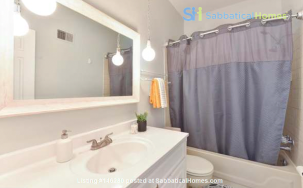 Spacious Capitol Hill Rowhouse with Large Outdoor Space and Parking Home Rental in Washington 9
