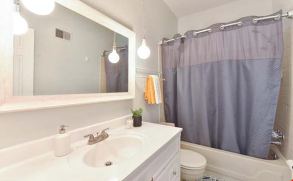 Spacious Capitol Hill Rowhouse with Large Outdoor Space and Parking Home Rental in Washington 9 - thumbnail