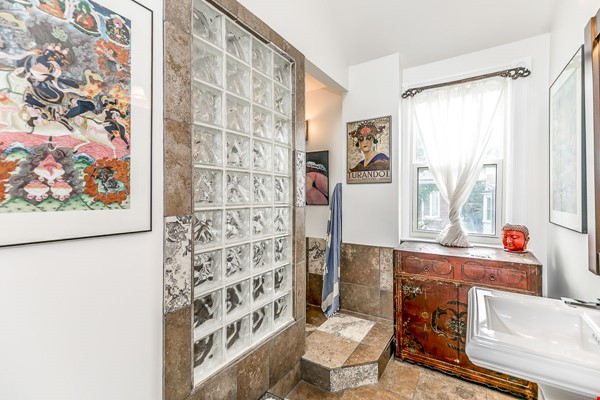 Leslieville 2 Upper Levels 2 beds in Sunny Edwardian Home w/Private Terrace Home Rental in Toronto 4 - thumbnail