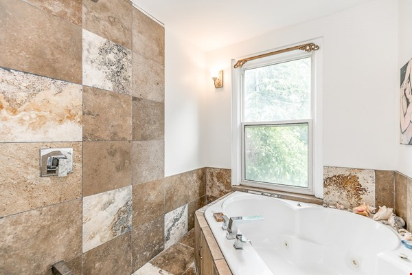 Leslieville 2 Upper Levels 2 beds in Sunny Edwardian Home w/Private Terrace Home Rental in Toronto 5 - thumbnail