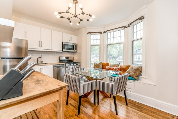 Leslieville 2 Upper Levels 2 beds in Sunny Edwardian Home w/Private Terrace Home Rental in Toronto 3 - thumbnail