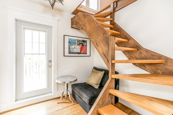 Leslieville 2 Upper Levels 2 beds in Sunny Edwardian Home w/Private Terrace Home Rental in Toronto 6 - thumbnail