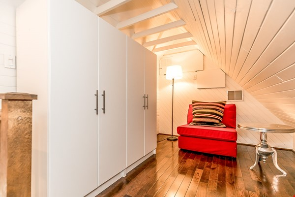 Leslieville 2 Upper Levels 2 beds in Sunny Edwardian Home w/Private Terrace Home Rental in Toronto 8 - thumbnail