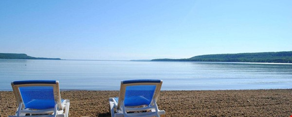 Beautiful 4 BR Cottage on the Bruce Peninsula Home Rental in Wiarton 2 - thumbnail