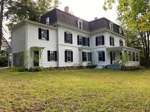 Victorian House in Historic neighborhood, can walk to UMass/Amherst College Home Rental in Amherst 0 - thumbnail