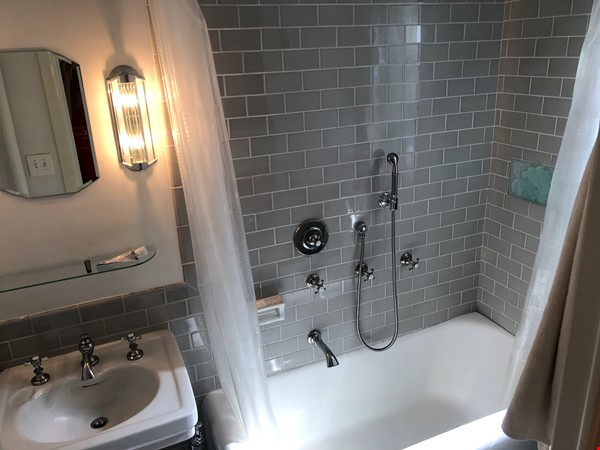 Beautiful Spacious 2BR/2 full bath duplex in Midtown w/outdoor space for'22 Home Rental in New York 8 - thumbnail
