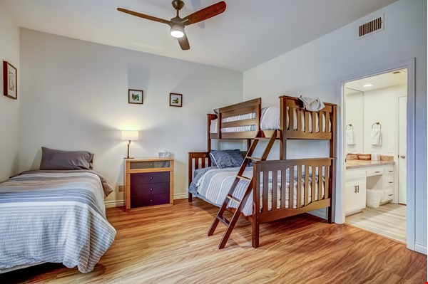 Fabulous Coastal Upgraded Home Home Rental in Encinitas 6 - thumbnail