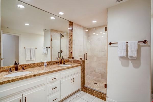 Fabulous Coastal Upgraded Home Home Rental in Encinitas 8 - thumbnail