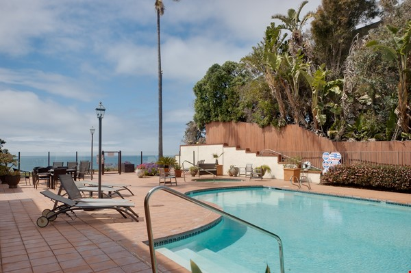 Fabulous Coastal Upgraded Home Home Rental in Encinitas 0 - thumbnail